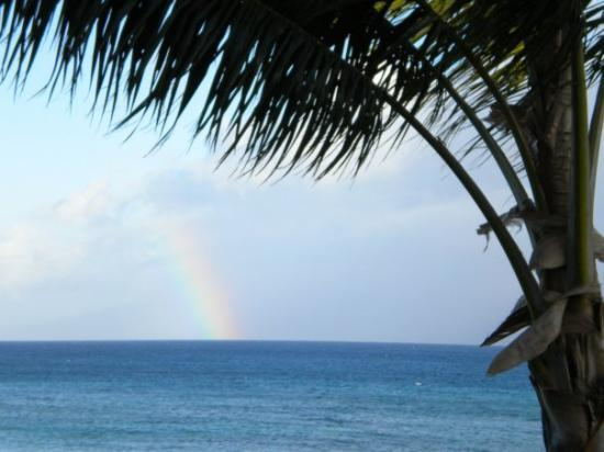 Hana, Hawái: A rainbow over Moloka'i Hawaii April 09
