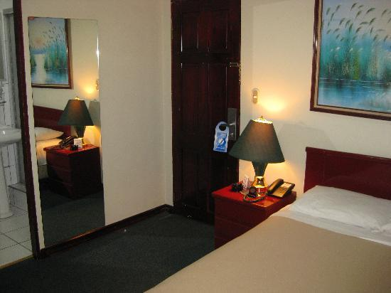 Hotel & Casino Costa Rica Morazan: Bed Standard Room 2