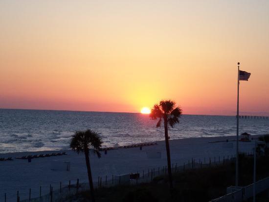ลองบีชรีสอร์ท: Sunset from 2nd FLoor Tower 2