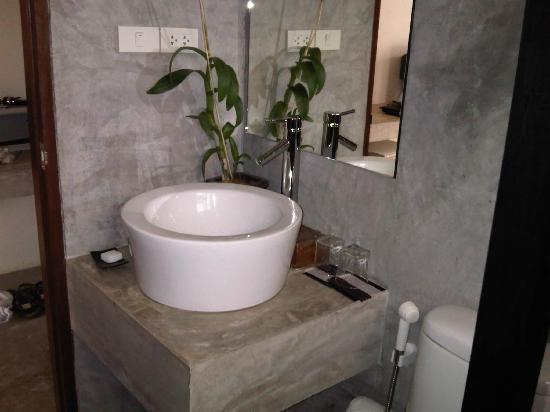 LiLu Hotel: The bathroom
