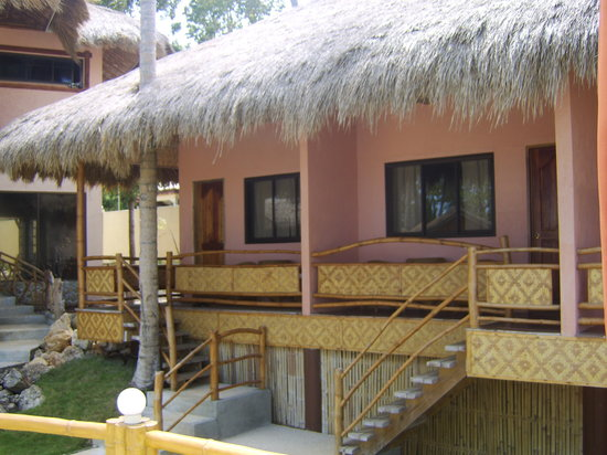 Kayla'a Beach Resort: Trditional thatch localy sourced