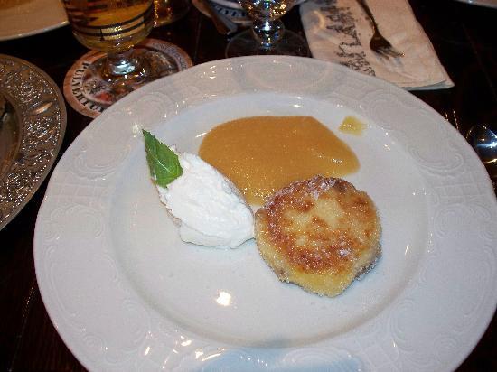 Pulverturm an der Frauenkirche: dessert con formaggio dolce