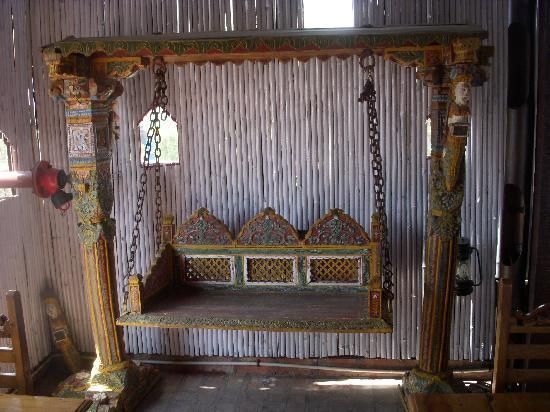 Shanti Home: comfortable seating