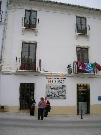 Hotel Coso Viejo: Hotel front with football flags and fans