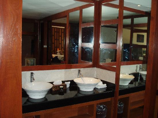 Baan Yin Dee Boutique Resort: bathroom