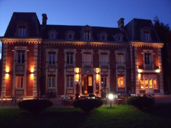 Chateau Corneille : Front of hotel at night