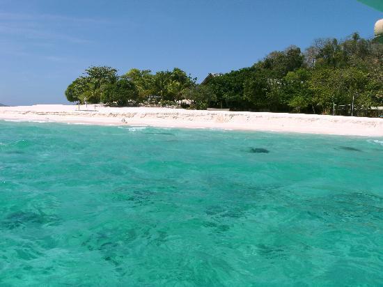 Club Paradise Palawan: ホテルの前のビーチ5