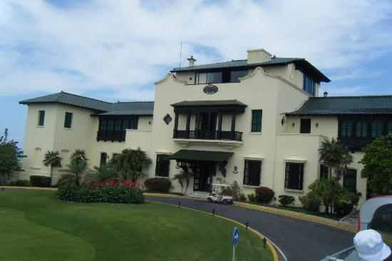 Xanadu the dupont mansion and golf course clubhouse for Dupont house