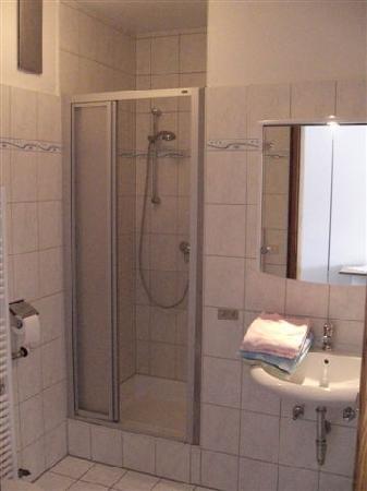 Gastehaus Bernau: la salle de bain