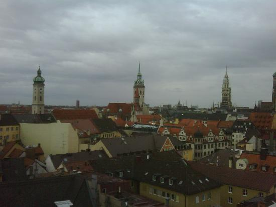 Mandarin Oriental, Munich: View from rooftop pool deck