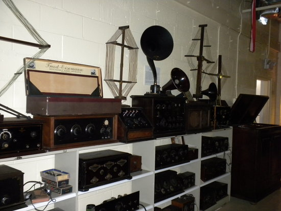 ‪Vintage Radio and Communications Museum of Connecticut‬