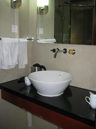 Kaibo Express Hotel (Shanghai Xietu Road): Fancy bathroom