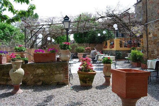 Trattoria Osenna: il cortile interno