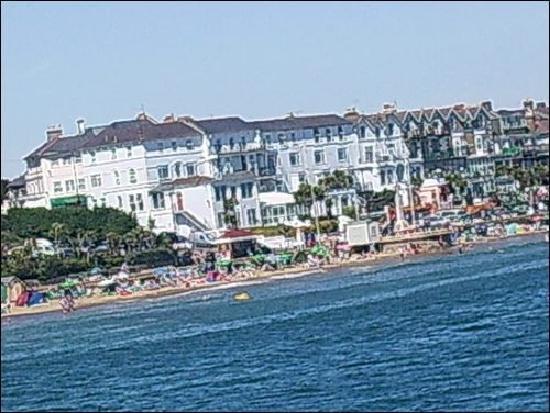 Seagrove Hotel: Hotel from sea