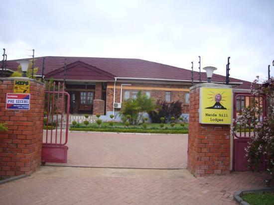 Lusaka, Zambia: Y ademas, era hermoso el vecindario..muy seguro...vean las rejas electrificadas.... (creo que e