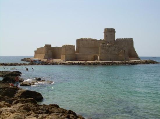 Isola di Capo Rizzuto, Italy: Le Castella, Italia