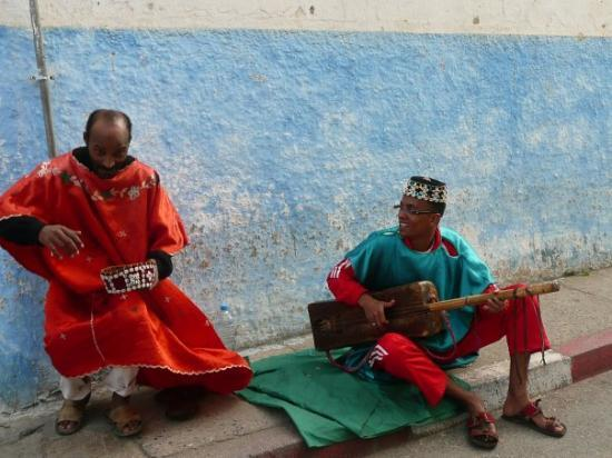 Casablanca, Marokko: Couple of mussos earning their keep at Rabat.