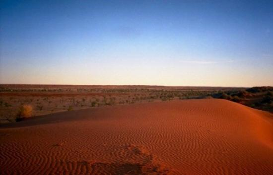 Yulara, Australia: Simpson desert, the Big Red (2002)