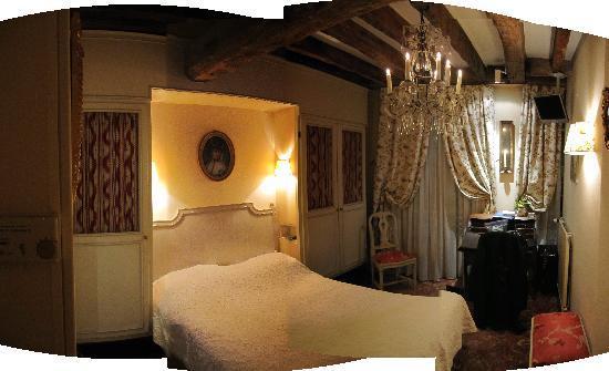 Hotel Caron de Beaumarchais: Room View