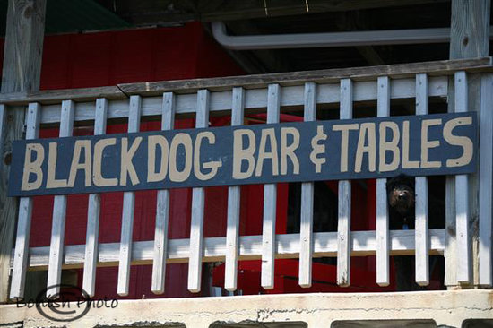 ‪Black Dog Bar & Tables‬