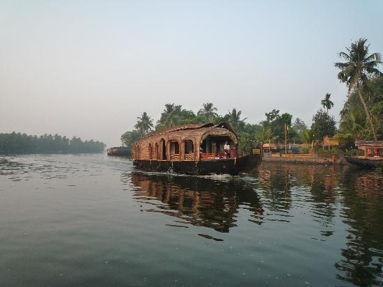 Motty's Homestay: Touring the backwaters of Alleppey in a motor boat