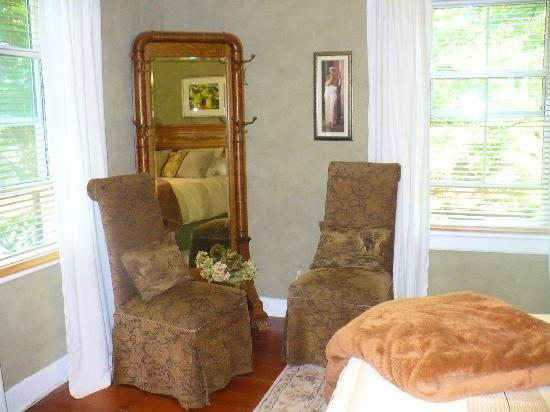 Copper Dreams Bed and Breakfast: Beautifully appointed guest rooms.