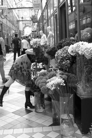 París, Francia: eine floristin aus paris