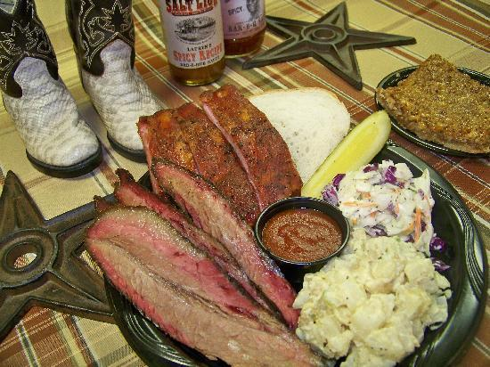 Huntsville, Γιούτα: Barbecue plates and sides