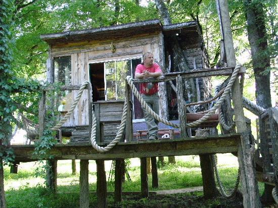 Diamond John's Riverside Retreat: river from cabin