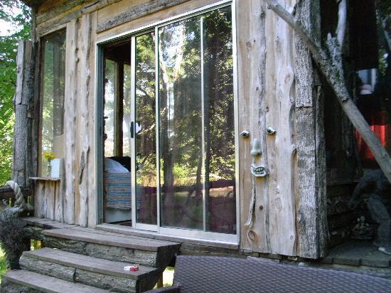 Diamond John's Riverside Retreat: cabin