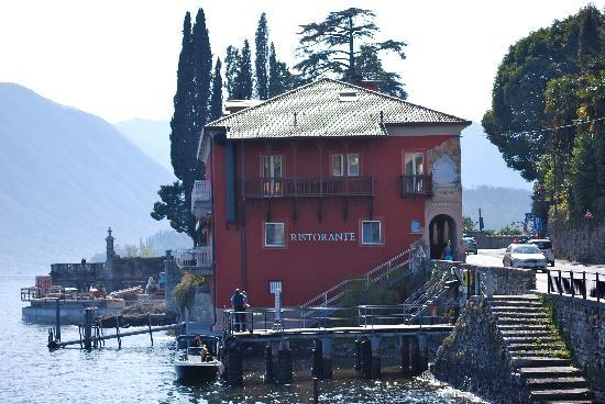 Hotel La Darsena: Yes, right on the lake literally