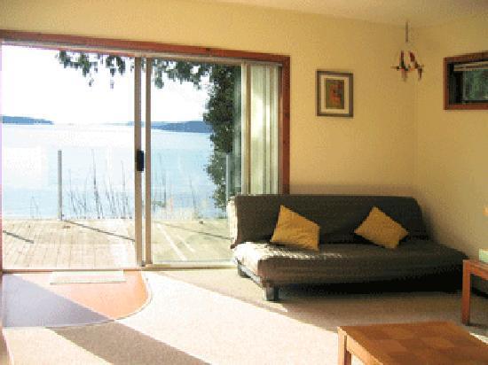 Beach Villa : Seaside Cottage--Living Room