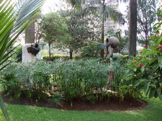 Mosa Court Suites : Front Lawn