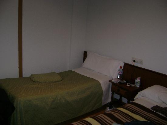 Nuria Hotel: habitacion