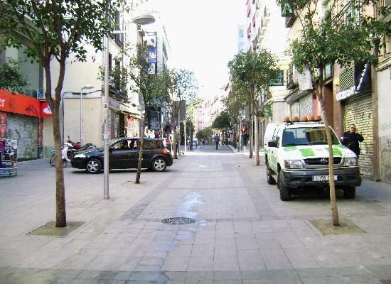 Nuria Hotel : calle fuencarral muy temprano