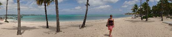 Jumby Bay Island: Panorama of main beach at Jumby Bay