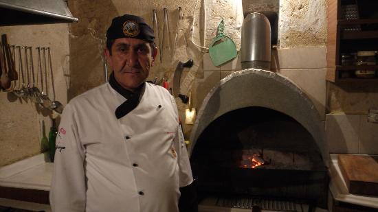 Barfiks Restaurant & Bar: yilmaz in his kitchen