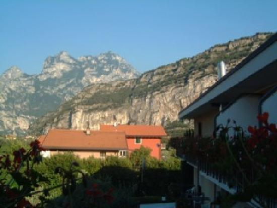 Hotel Villa Stella: view from the rooms to the mountains