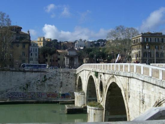 Fiume Tevere: this river separates Rome from the Vatican City.