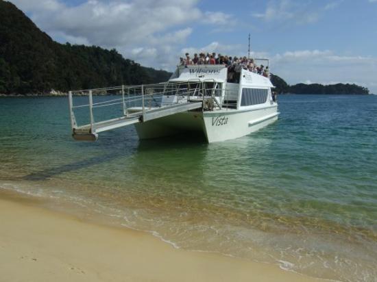 Abel Tasman National Park, New Zealand: boat trip to abel tasman and hike back
