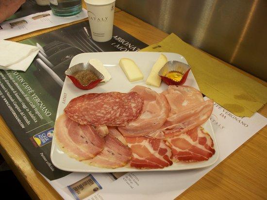 EATALY - Lingotto - VINERIA: salumi e formaggi
