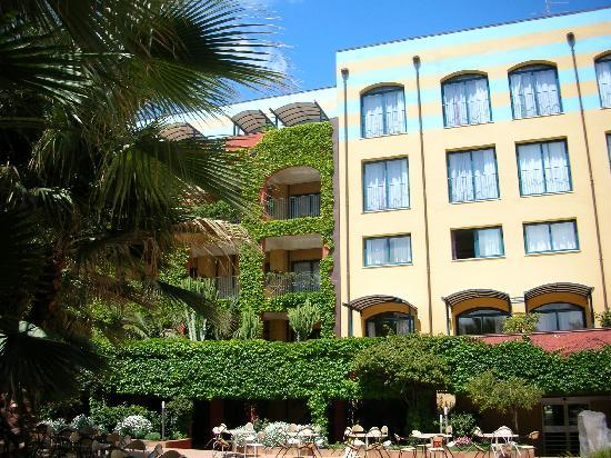 Hotel Caesar Palace: Vue de l'extérieur