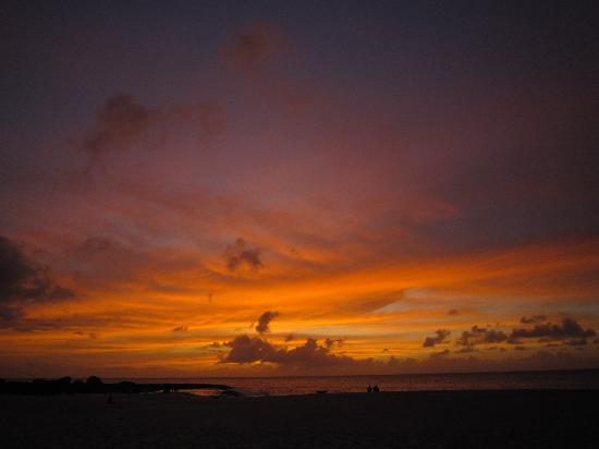 Ke Iki Beach Bungalows: 夕陽