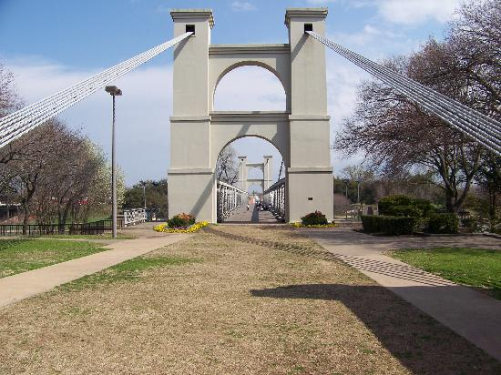 Waco, Техас: the historic suspension bridge