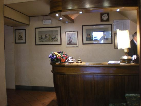 Hotel Rex: Reception Area