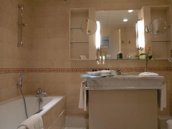 salle de bain photo de sofitel quiberon thalassa sea spa quiberon tripadvisor. Black Bedroom Furniture Sets. Home Design Ideas