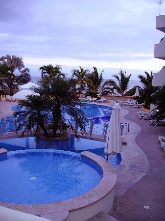 Starbay Suites Resort: pool