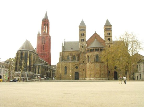 Maastricht Resmi