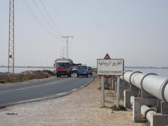 Djerba Island, Tunisie : il ponte romano, collega Djerba alla Tunisia.