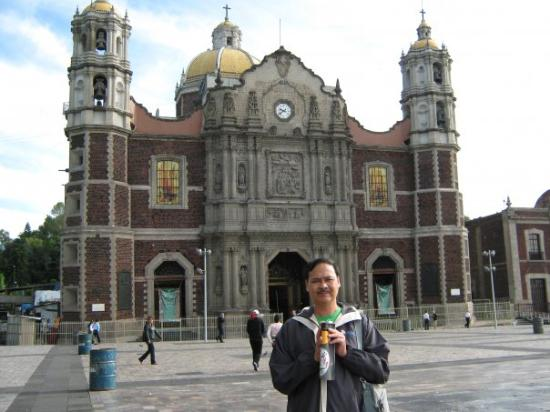 Basilica de Santa Maria de Guadalupe: Mexico - Photo taken at the Basilica of the Lady of Guadalupe in Mexico - 2009